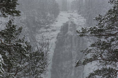 Norway, Snow mountains, Henfallet waterfall_9